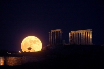 Solstice Moonrise, Cape Sounion_ancient Greek temple of Poseidon