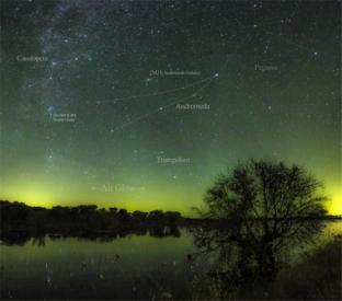 AndromedaAirGlow-Pano1785-LABEL-net-900x796