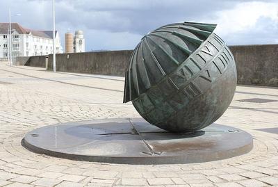 Globe_Sundial,_Marine_Walk,_Swansea,_Wales