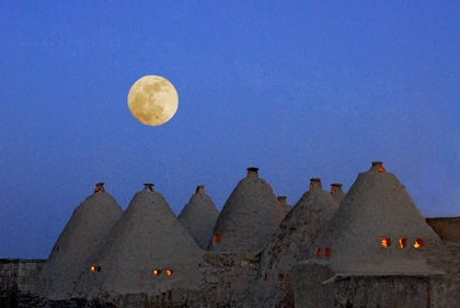 full moon at Harran by keribar