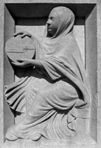 Astrolábio. Estatuária da fachada principal (c.1225) da Catedral de Notre-Dame de Paris. (2)