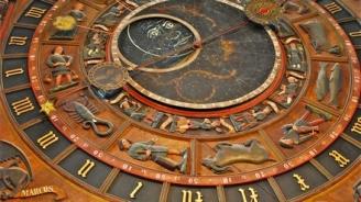 die-astronomische-uhr-ist-einer-der-hauptsehenswurdigkeiten-in-der-st-marien-kirche