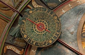 diese-scheibe-auf-dem-stundenzeiger-ist-eine-astrologische-planetenuhr
